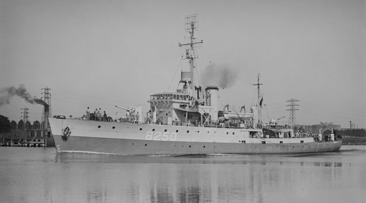 HMAS Tamworth, a Bathurst class Corvette, built by Walkers Ltd in Maryborough, Queensland, Australia & commissioned 08/08/42. Manned by an Australian crew she initially served as part of the British Eastern Fleet, transferring to British Pacific Fleet in Jan.45. Sold to the Dutch navy on 30/04/46, renamed HNLMS Tidore. Transferred to Indonesian Navy in Dec.'49, renamed KRI Pati Unus. Disposal in '69.