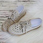 Купить или заказать Мокасины вязаные silk Shine в интернет-магазине на Ярмарке Мастеров. В наличии мокасины 37-го размера (на длину стопы 24 - 25 см). Готовая работа! Доставка по России бесплатно (при покупке готовой работы) Мокасины - очень удобная обувь! Прекрасно подойдут в качестве сменной обуви ! В том числе и школьницам! Мокасины связаны из вискозы. Фактура вязки достаточно плотная и прекрасно смотрится, имеет лёгкий отблеск... словно шёлк...