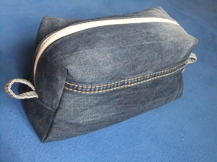 Kulturbeutel aus alter Jeans/Bettwäsche Denim upcycling jeans denim Kosmetiktasche nähen Vicky pattydoo
