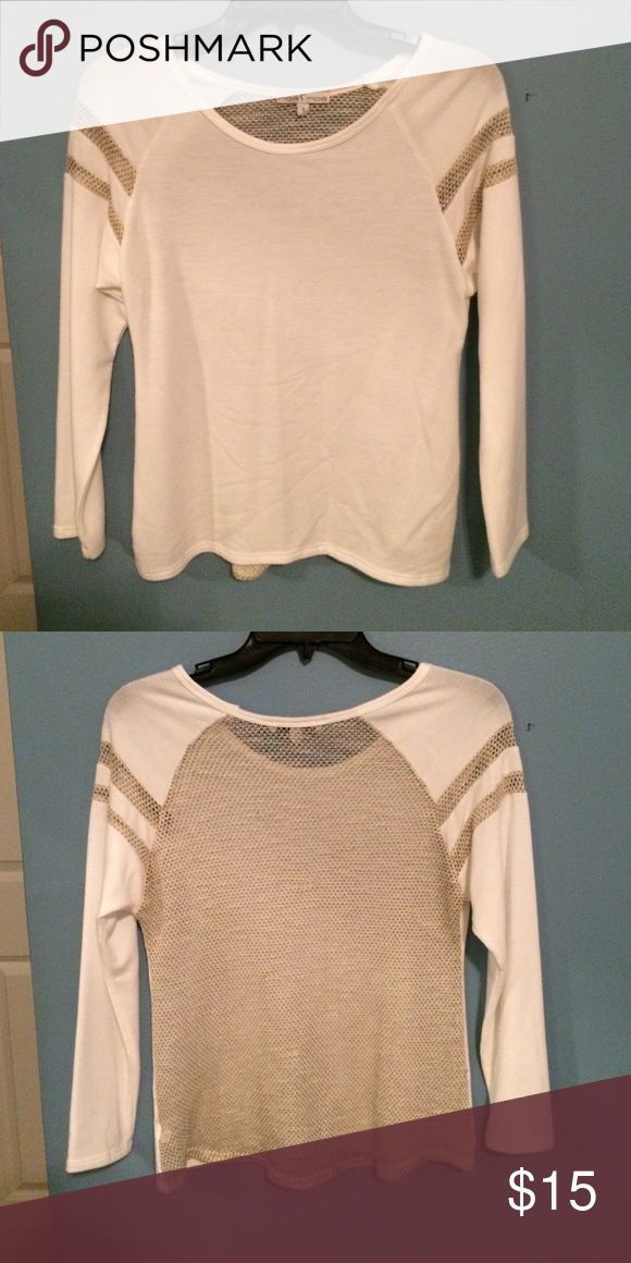 White and beige long sleeve top! This top is great for a causal day outfit! Extremely comfortable and in great condition. The sleeves have fun, delicate mesh panels and the back is completely mesh! Moa Moa Tops