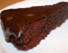 Otra forma de usar la quinua esto es un pastel de quinoa con chocolate: quinoa, leche, huevos, manteca, azúcar integral, cacao amargo