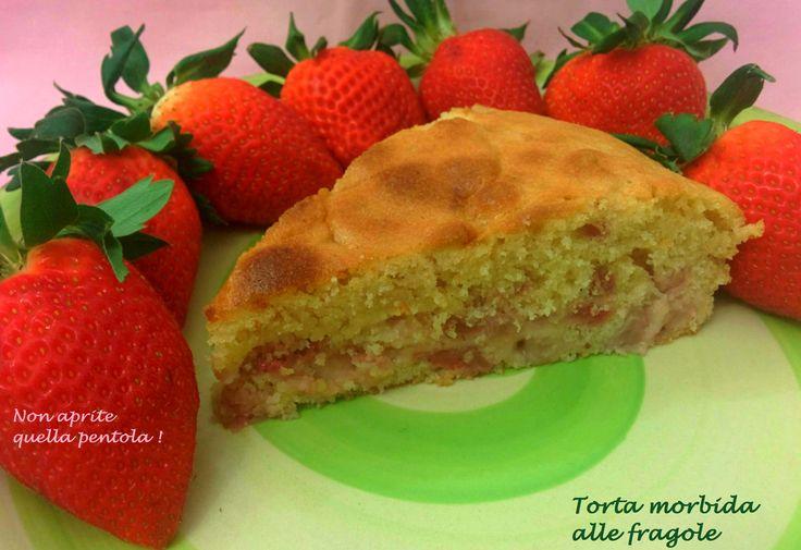 Oggi a colazione ci siamo gustati la torta morbida alle fragole di Kima, che ne dite di una fettina ? :)  http://blog.giallozafferano.it/nonapritequellapentola/torta-morbida-alle-fragole/  #nonapritequellapentola #giallozafferano #gialloblogs #primavera #fragole #strawberries #food #foodie
