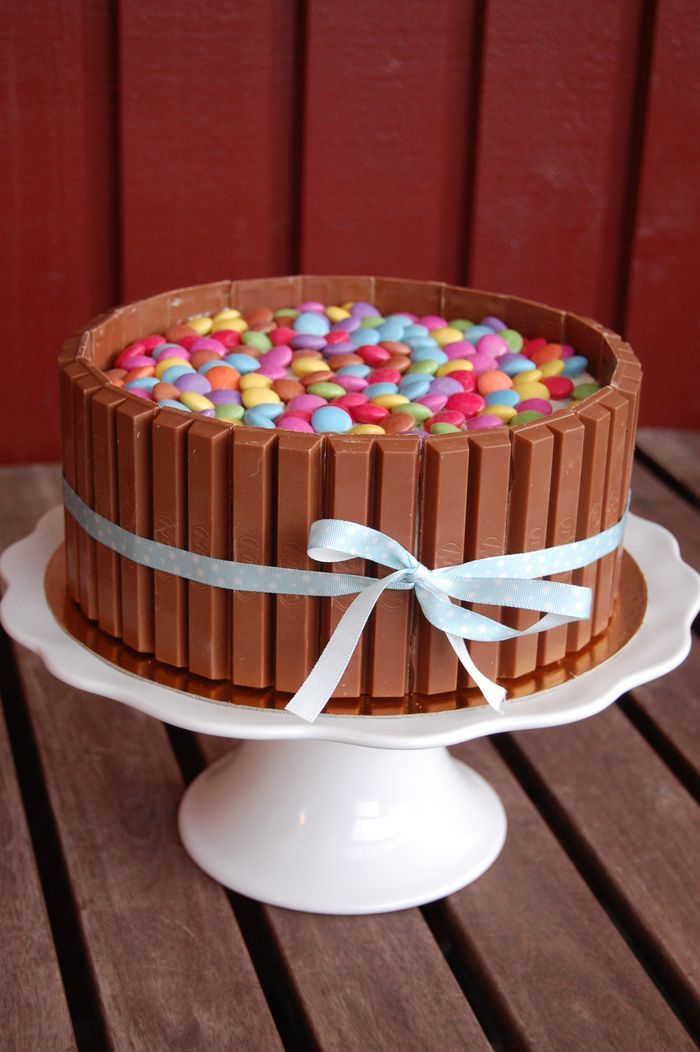 Bli min jäst -Smarties and Kit Kat cake.