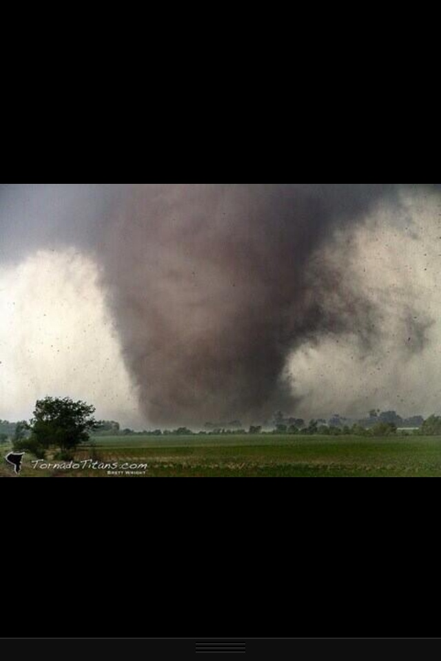 Amazing picture I just came across of the EF4 Shawnee, Oklahoma tornado! Violent! Credit @TornadoTitans