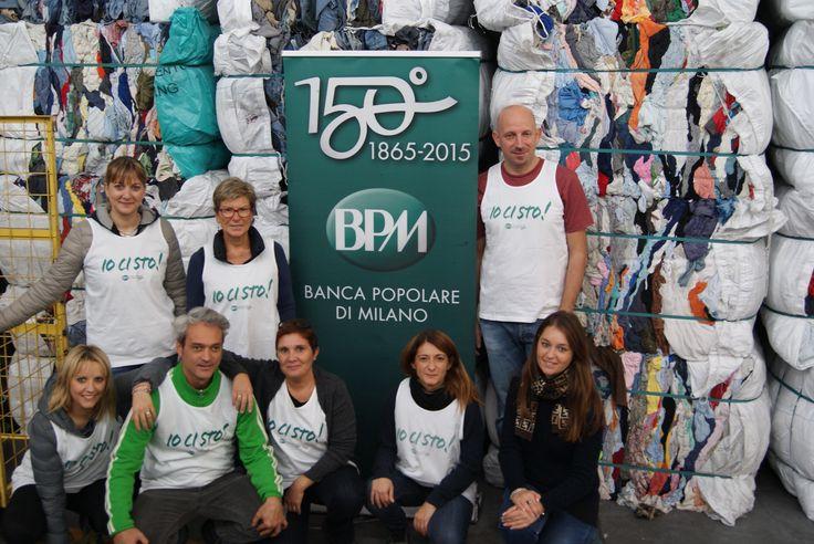 I #volontari del Gruppo BPM presso il Centro di Smistamento di HUMANA.