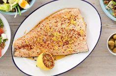 Ge din helgrillade eller ungsbakade lax en twist med en härligt kryddtäcke av citron, chili och semsanfrön. Servera tillsammans med en fräsch och krispig sallad!