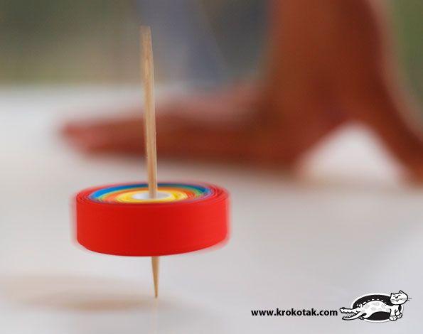 סביבון מקיסם ורצועות נייר יצירה לחנוכה עם הילדים | הזמנה ליצירה