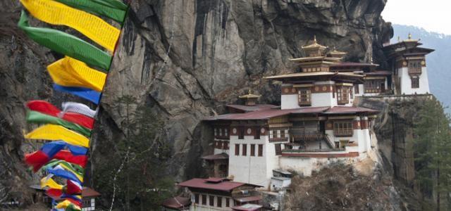 Bhoutan | Guide voyage Bhoutan | Lonely Planet Monastère de Taktshang Goemba, vallée de Paro  En savoir plus sur http://www.lonelyplanet.fr/destinations/asie/bhoutan#RrChI2R5ceA5pG4F.99