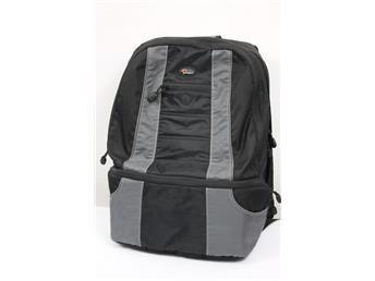 Lowpro, Compudaypack, Ryggsäck med plats 1 extra objektiv, PC/MAC, dokument,mm www.simplet.se säljer din datorväska åt dig på nätet!