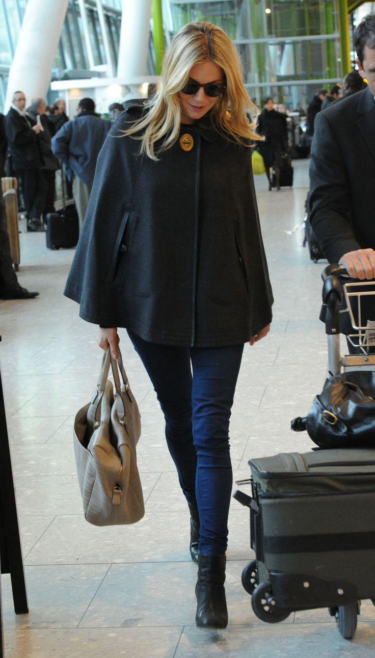 Sienna Miller: Jeggings + cape + neutral bag