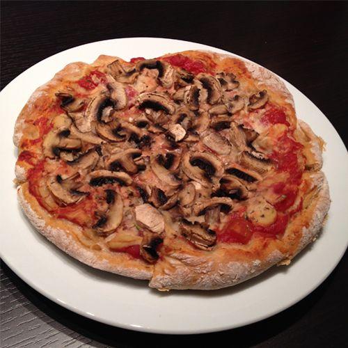 Was ich ja nicht ganz verstehe: Wieso darf man Pizza nur am Cheatday essen? Wenn man sich seine gesunde Pizza selber bäckt, dann kann man diese theoretisch jeden Tag essen. Natürlich häng es auch vom Belag ab, ob die Pizza nun wirklich gesund ist oder nicht. Unten in den Arbeitsschritten erkläre ich euch genau wie […]