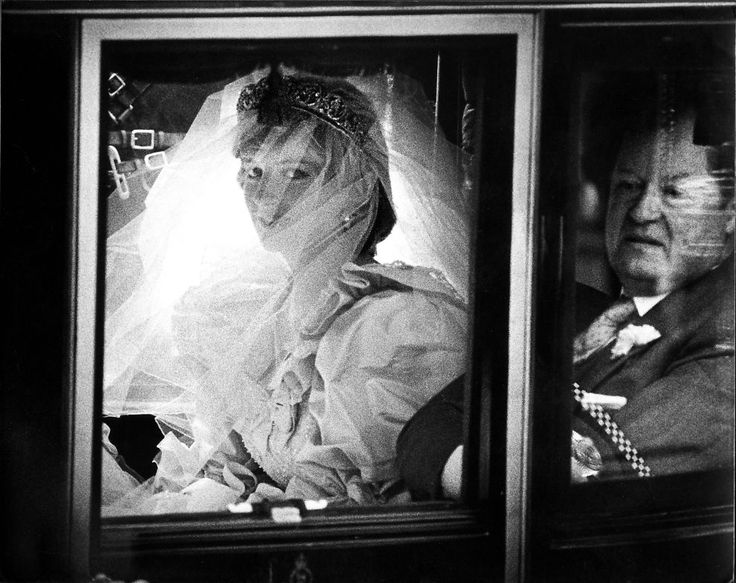 BLIKKFANGER: Prinsesse Diana på vei til bryllupet med prins Charles I 1981. Hun omkom under en bilulykke i Paris i 1997.