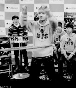 BTS V #werkit..... ummm..... no words to describe what I feellll..... EJ