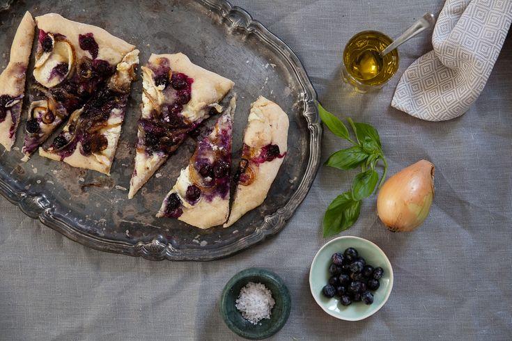 Detta flatbread, eller tunnbröd, är perfekt som en härlig förrätt eller snack till finmiddagen hemma.