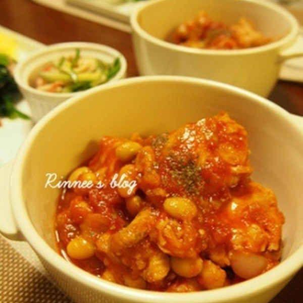 簡単!鶏手羽元と大豆のトマト煮