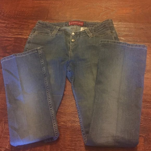 Junior Levis 520 boot cut jeans One of the most popular brand jeans known for their great fit.  Great condition Levi's Jeans Boot Cut