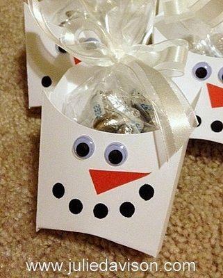 Stampin' Up! Snowman Fry Box #christmas #winter #snowman #stampinup www.juliedavison.com
