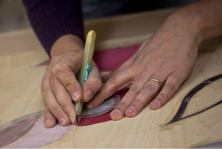 """Come nasce una produzione Gioacchino Brindicci Home?  La nostra è una storia di artigianato locale, di piccole realtà, di minuscole botteghe. Ma è anche la storia di tanto amore per il proprio mestiere, tramandato di generazione in generazione e del """"saper fare"""" del Rinascimento Italiano.   Da qui nasce la nostra produzione di orologi artigianali da parete, oggi una realtà consolidata e apprezzata nei mercati internazionali."""