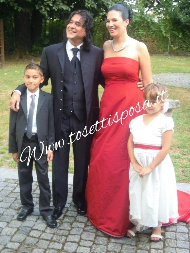 Quale sara il colore del tuo matrimonio?? .......vestiamo i matrimoni più belli e l'hai invitati più eleganti ....saremo onorati di avervi tra i nostri clienti Monica e Giovanni Tosetti Www.tosettisposa.it