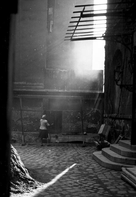 1946 Budapest, a Szentkirályi utca 22-24. udvara. foto:Fortepan / Berkó Pál
