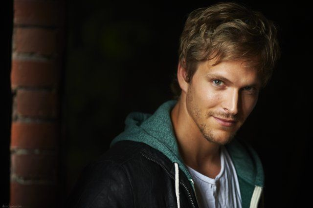 Jon Cor as Kyle. Needs to be goofy, but also pull off the anger thing. With darker hair of course.