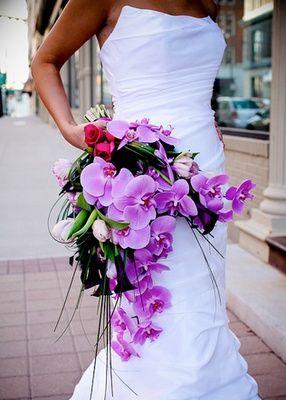 buquê de orquídeas roxas