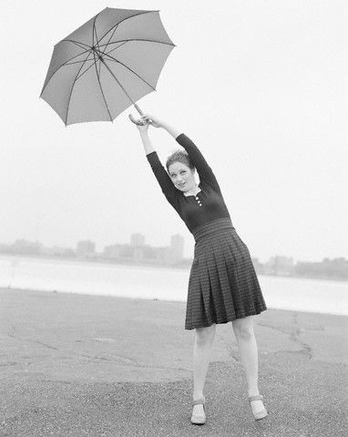 Emily Deschanel: Deschanel Sisters, Umbrellas Ella Ella Eh Eh, Emily Deschanel, Zooeydeschanel, Zooey Deschanel, Umbrellas Stands, Deschanel Style, Vegans Activists, Actresses