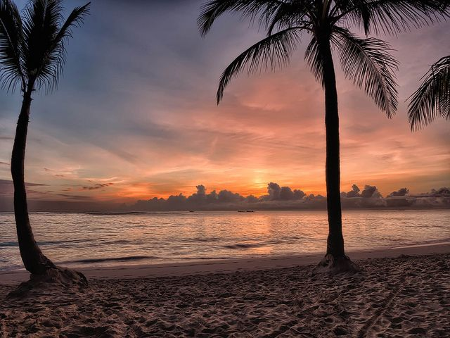 Sunrise over Bávaro | ADVERTISE your perfect Beach destinations with the #keepmemagazine http://www.keepmemagazine.co.uk https://twitter.com/keepmemagazine http://www.facebook.com/keepmemagazine https://www.facebook.com/groups/keepmemagazine/