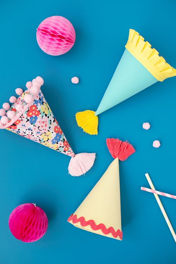 If you've been around for awhile you will know that I am a big fan of party hats (see here). A good party hat can take even the most unexcited guest and put them in a party state of mind. Adding a bit fabric and trim to plain Jane paper party hats and you've got a …