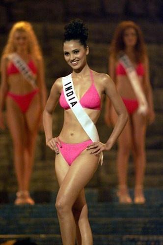 Miss Universo 200o, de la INDIA .Lara Dutta, 22  años