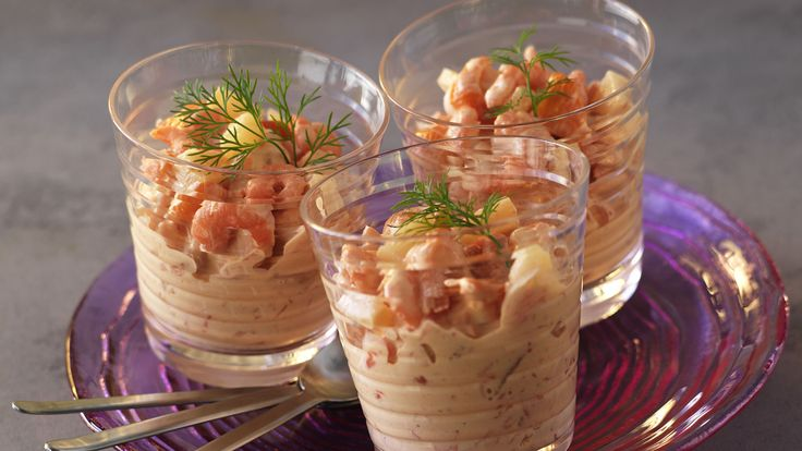 Haz una deliciosa receta de ensaladas. Cóctel de piña con gambas. Descubre cómo hacer esta receta rápida y fácil. Cóctel de piña con gambas