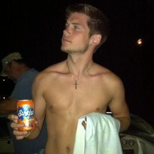 OMG! Tony Oller with no tattoos!