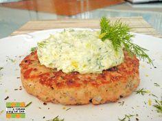 A Cozinha de Casa: Hambúrguer de salmão com creminho de cream cheese e alho-poró