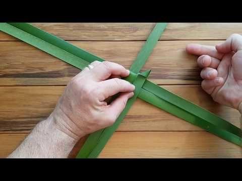 Raranga Christmas Star How To Make A Christmas Star Out Of Flax Youtube Christmas Star Leaf Crafts Flax Weaving