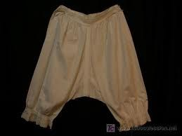 calzón: prenda de vestir masculina con dos perneras que cubre desde la cintura hasta la rodilla