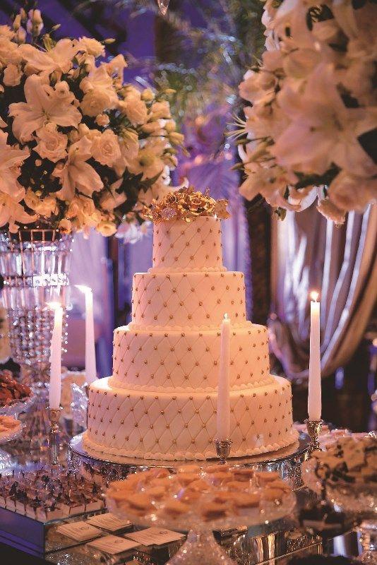 Bolo de Casamento | Wedding Cake | Bolo Branco e Dourado | Wedding Dessert | Bolo Clássico | Casamento | Wedding | Inesquecivel Casamento