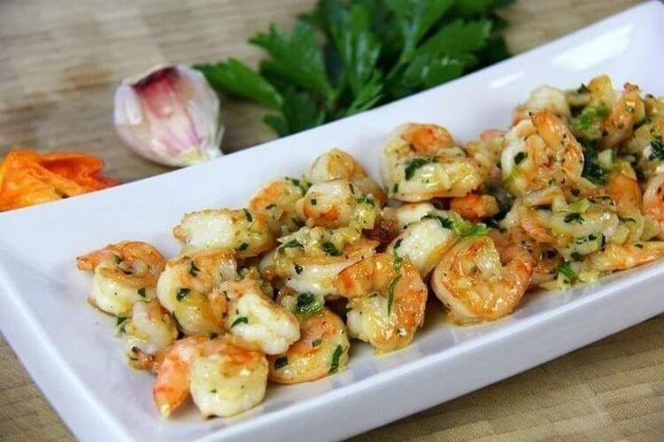 Креветки вкусны сами по себе без дополнительных ингредиентов, и истинные гурманы умеют их вкусно готовить. Мы собрали 10 самых вкусных рецептов с креветками. 1. Креветки в чесночном соусеИнгредие