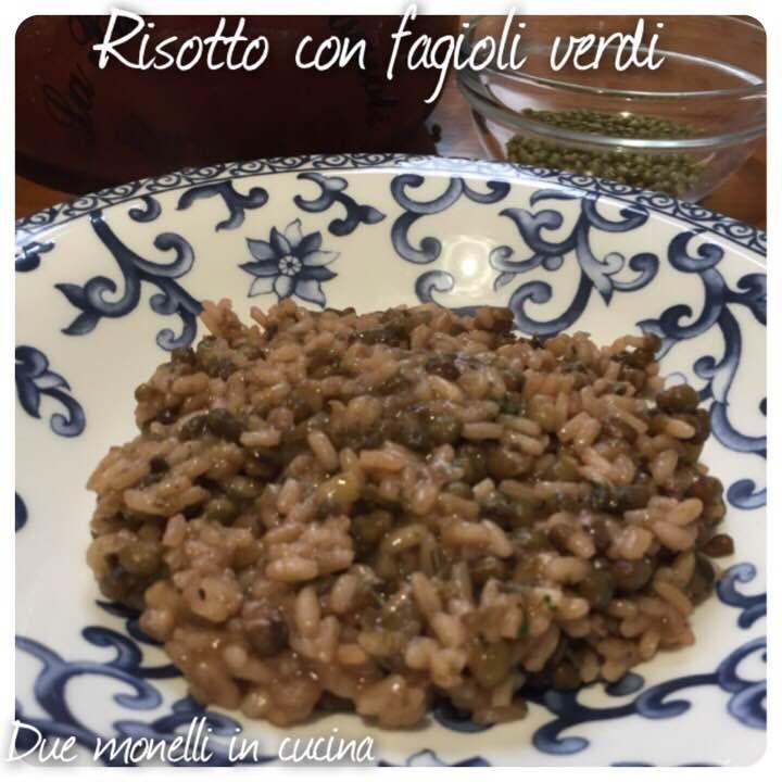 Il risotto con fagioli verdi azuki è un primo piatto completo ricco di proteine e sali minerali.