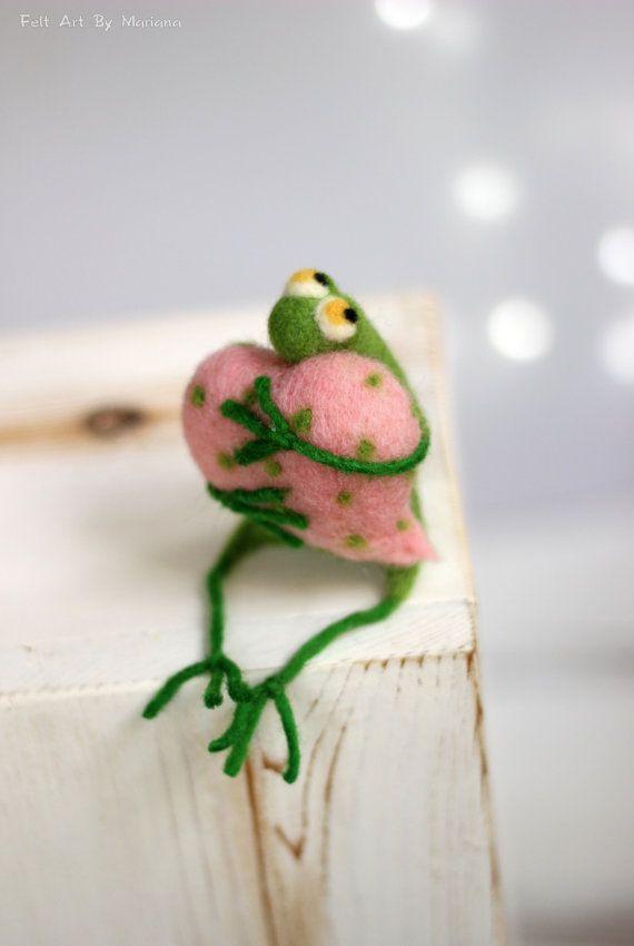 Needle Felt Frog - Little Needle Felt Green Frog With A Pink Heart - Needle…