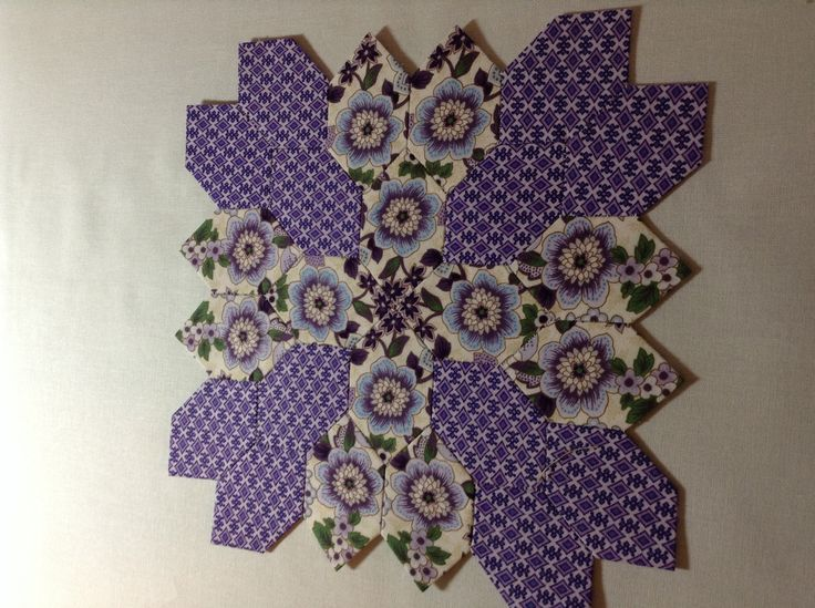 Liz Forney's Lucy Boston Patchwork of the Crosses. Purple floral block.