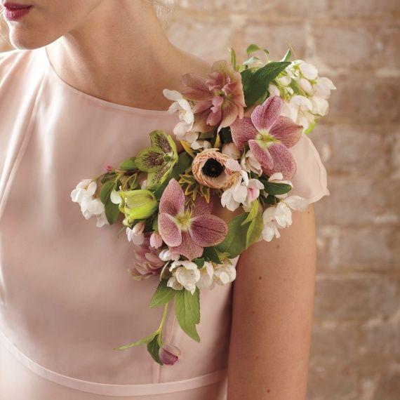 schouder corsage  een alternatief voor een bruidsboeket