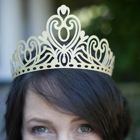 DIY-Paper tiara or crown for all princess and queens out there. Free printable template. Enjoy!