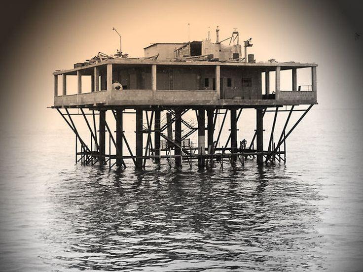 L'isola delle Rose nacque nel 1968. Una piattaforma in mare aperto tra la Riviera Romagnola e la Jugoslavia.Una struttura di 400 mq di ferro e cemento, affondata con due tonnellate di esplosivo. Erano gli…
