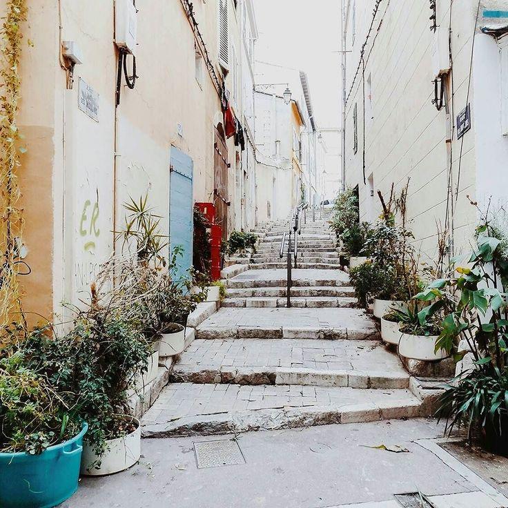 Après Bordeaux direction le sud et plus précisément Marseille.  Je dors au @radissonblue mais si vous avez des bonnes adresses pour manger / chiner / boire un café je suis preneuse.   @hellolaroux #cityguide #travel #marseille