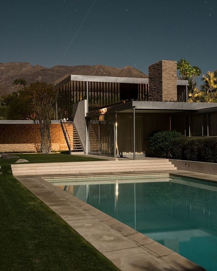 """A Plane flies through the sky over the famous Richard Neutra Designed Kaufmann Desert House."""