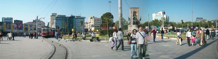 Plaza Taksim, situada en la parte europea de Estambul, es una importante zona turística y de ocio y famosa por sus restaurantes, tiendas y hoteles. Istiklal Caddesi (Avenida de la Independencia), una larga calle peatonal, acaba en esta plaza, y un nostálgico tranvía va desde la plaza a lo largo de la avenida, que termina cerca del Tünel (1875), que es la segunda línea subterránea más antigua del mundo, después del Metro de Londres (1863).  http://aestambul.com