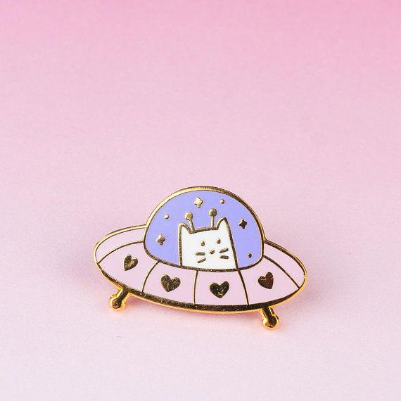 SYANNE Hard enamel pin Cat UFO Ovni glow in the dark kawaii