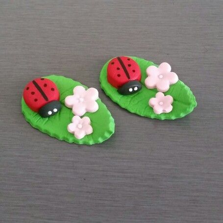 Edible Lady Bug Cake and cupcakes toppers