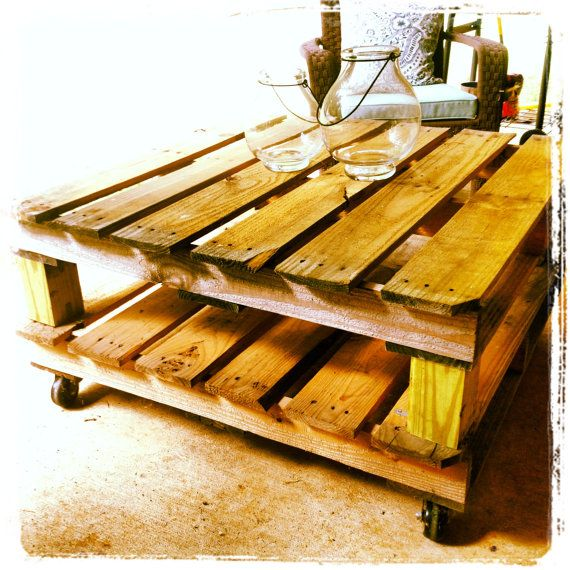 Outdoor pallet coffee table. Perfect!! My neighbor has some pallets stored beside his house he said I can snag....gonna make this for out side!
