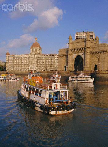 The Gateway to India and the Taj Mahal Hotel, Mumbai (Bombay), India.